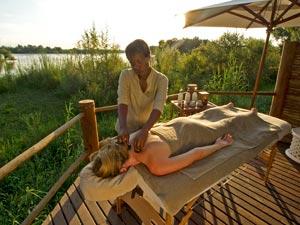 Botswana-Massage-in-the-bush---Sanctuary-Retreat