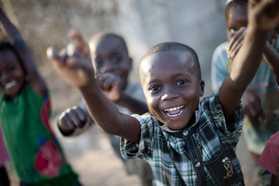 Dest-Mozambique_Cheering_child_Ibo_Island